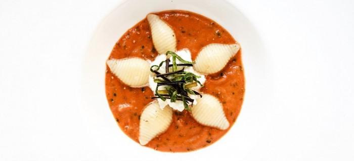 Tofette di Gragnano vegetariane con crema aromatica di peperoni, julienne croccante e Mozzarella di Bufala Campana Dop
