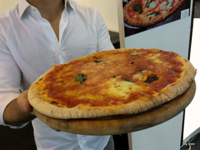 Vanvitelli Pizza & Food Gourmet.  Mauro Ramirez Pizza surgelata. La pizza pronta per essere mangiata