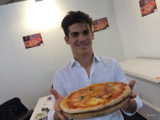 Vanvitelli Pizza & Food Gourmet.  Mauro Ramirez Pizza surgelata. La pizza riuscita dal forno