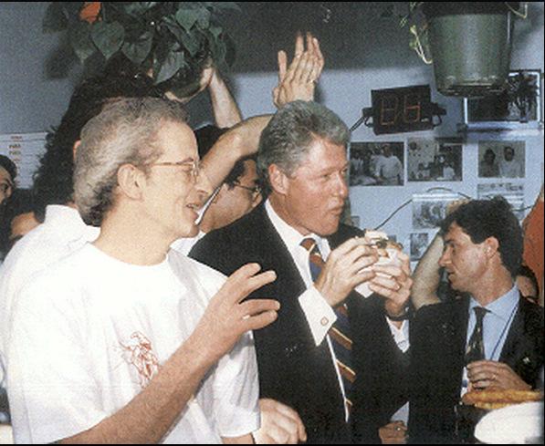 Ernesto Cacialli con Bill Clinton nella Pizzeria Di Matteo