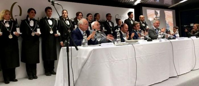 il convegno di presentazione dell'Ottavianello di Carvinea, il tavolo dei relatori e i sommelier