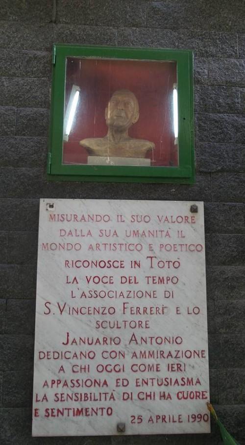 il mercato del Rione Sanità, l'iscrizione dedicata a Totò