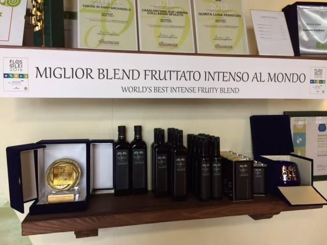 l'olio premiato come miglior blend fruttato intenso al mondo