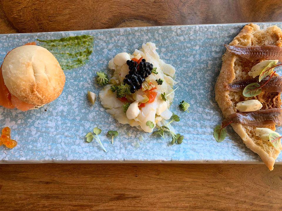 Abraxas, aperitivo con salmone, baccala' e alici del Cantabrico