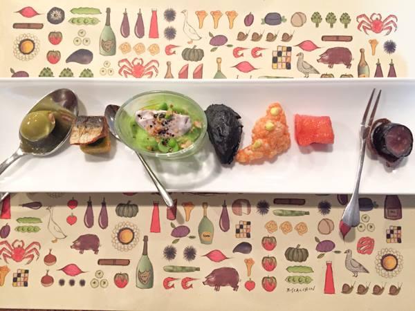 Al Pont de Ferr, alga Hanoi-salmone marinato-cialda gamberi, senape-finta cozza di ceci neri e nero di seppia-crema broccoli,piselli-cubo di polenta- oliva martin