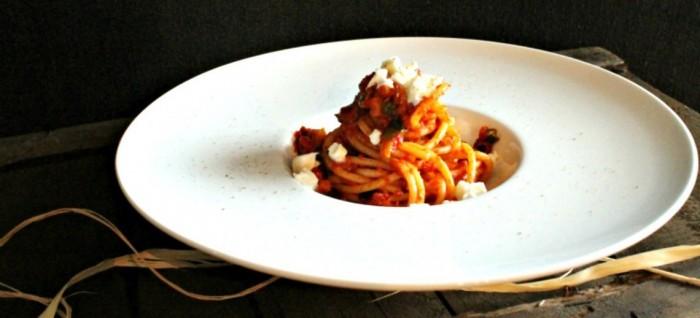 Bucatini con ragu' vegetariano e Mozzarella di Bufala Dop