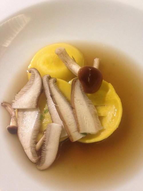 Cena a sei mani all'Osteria Senza Tempo, fagottino baccalà funghi e rosmarino