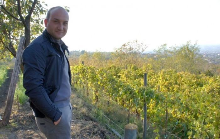 Ciro Giordano nella vigna di Cantine Olivella