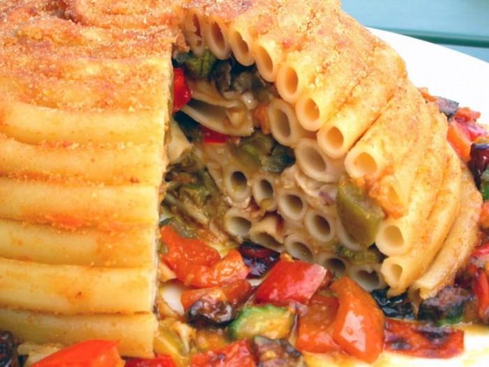 Cupola di ziti con dadolata di verdure soffritte e mozzarella affumicata