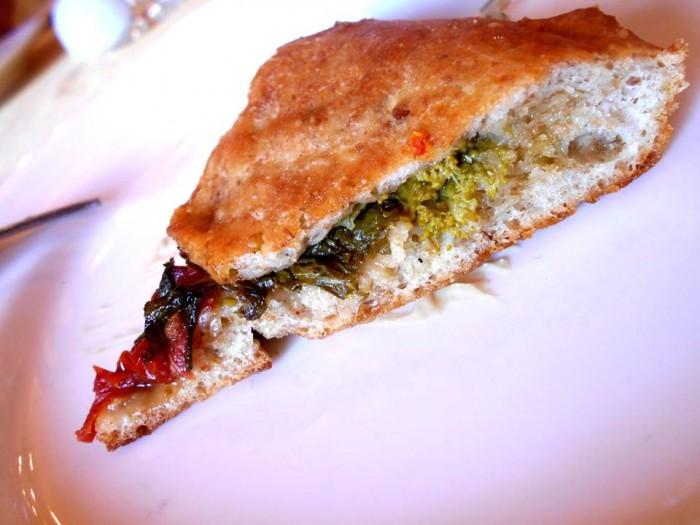 Il Megaron, pane-pizza, particolare