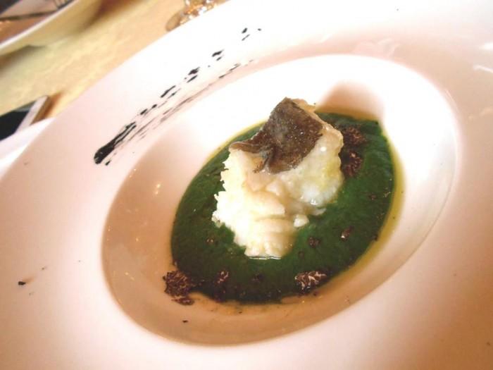 Il Megaron, salsa di ortiche, baccalà e tartufo