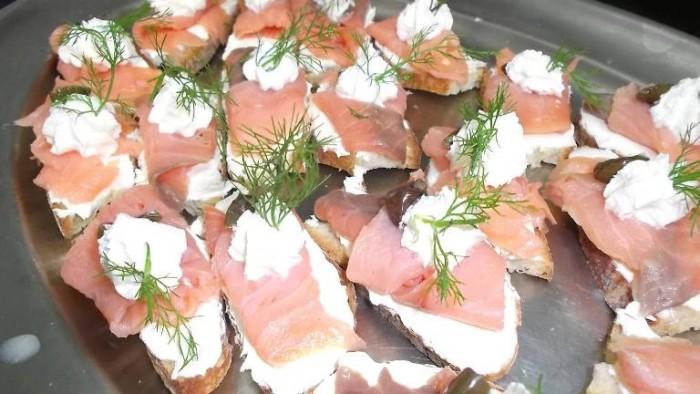 Le Macine, crostini di salmone e formaggio