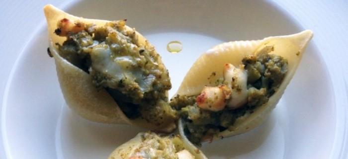 Lumaconi di Gragnano ripieni di broccoletti e mozzarella di bufala, su colatura di provola affumicata
