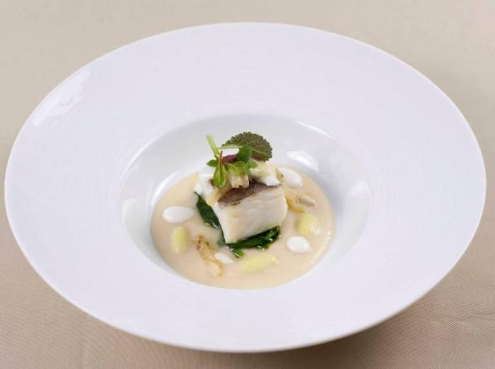 Merluzzo con crema di fagioli e broccoli a foglia di olivo