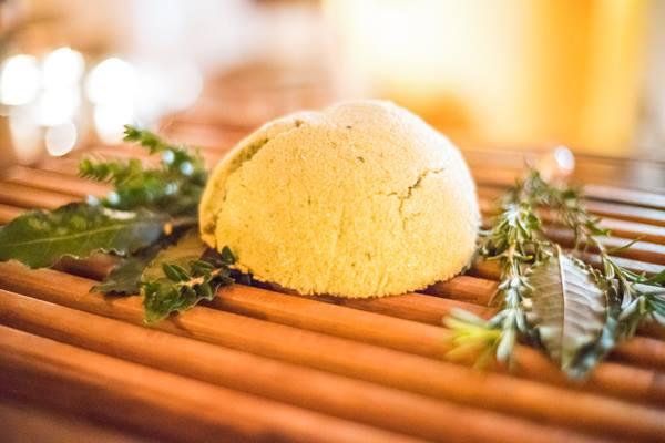 Osteria della Brughiera, agnello cotto nel sale con erbe aromatiche