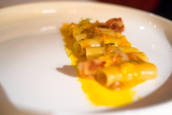 Osteria della Brughiera, carbonara sbagliata con ricci di mare, pancetta e scorza di limone rinfrescante