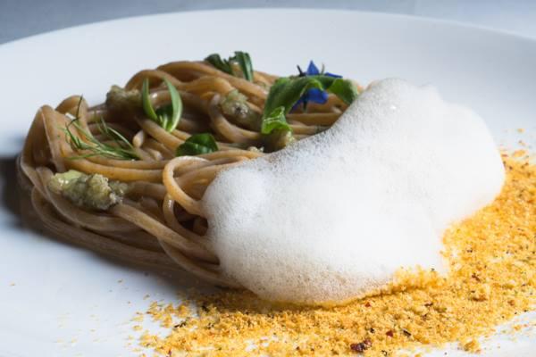 Osteria della Brughiera, pasta al mare, linguina di farro, salicornia di  mare, ostriche e tartufi di mare (foto di Riccardo Melillo)