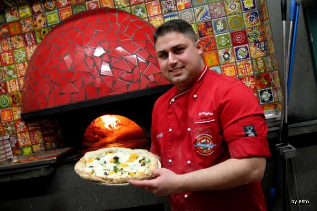 Pizzeria 18 Archi. Diego Vitagliano Pizza alga chiodini e provola