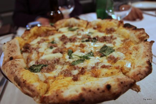 Pizzeria 18 Archi. Diego Vitagliano Pizza zucca e salsiccia affumicata