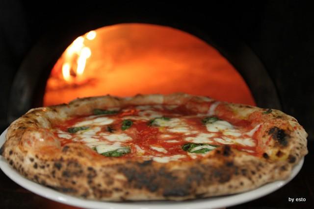 Pizzeria Giglio.  Gaetano Giglio Pizza Margherita