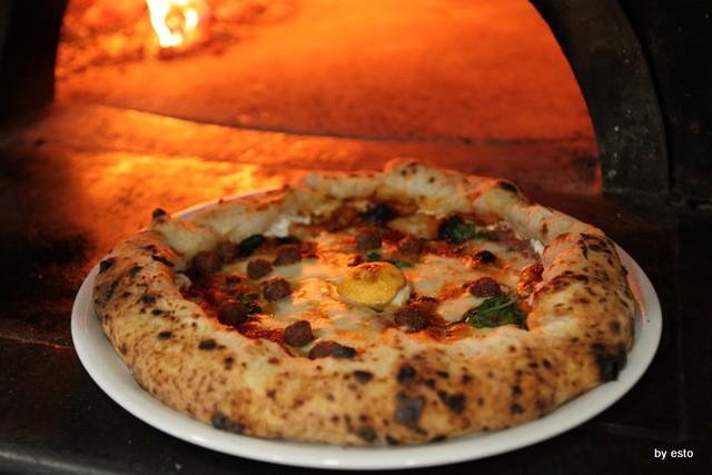 Pizzeria Giglio. Lasagna che pizza. Lasagna che pizza
