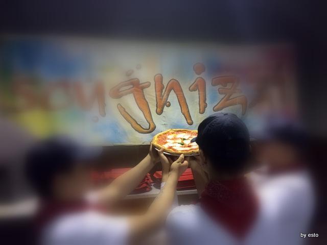 Pizzeria dell'Impossibile. I ragazzi all' opera
