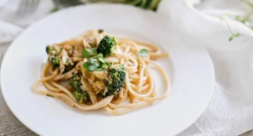 Spaghetti di Gragnano con broccoli, curry, mozzarella di bufala, fior di sale e coriandolo