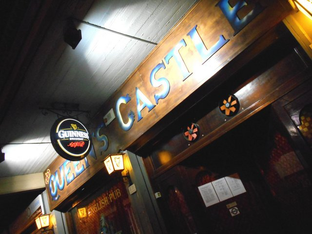 The Queen's Castle. Serata Trincanotte ft. Iandolo. L'entrata del locale