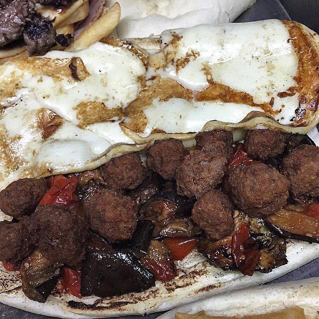 Tortora Panino-Macelleria, panino con provola, polpettine e melanzane a funghetto