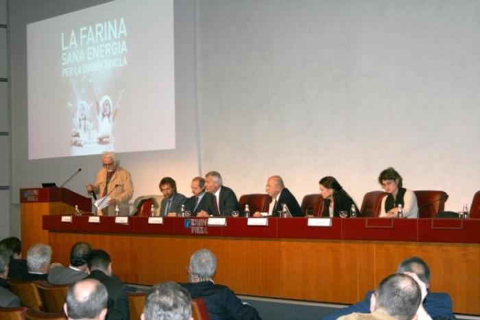 il convegno su farina 00 e quella integrale al SIGEP di Rimini, il tavolo dei relatori