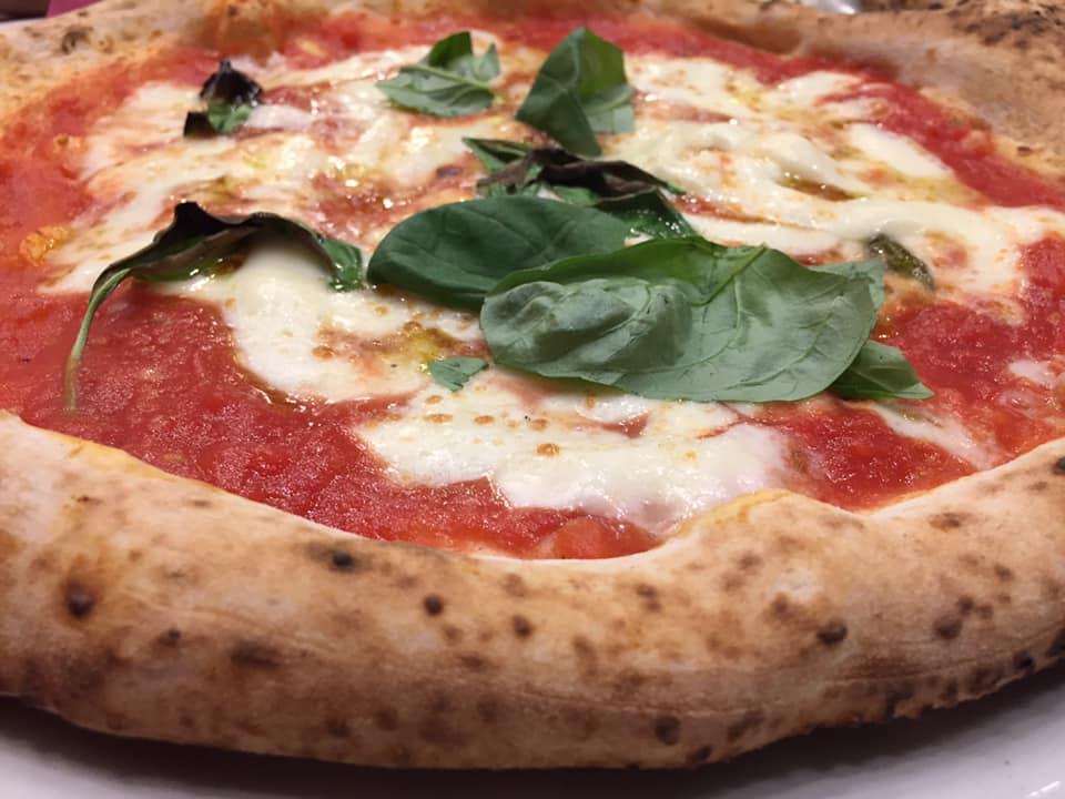 Pizzeria e Trattoria AL 22, margherita con provola