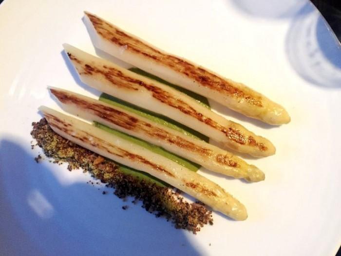Berton, asparagi bianchi croccante di semi