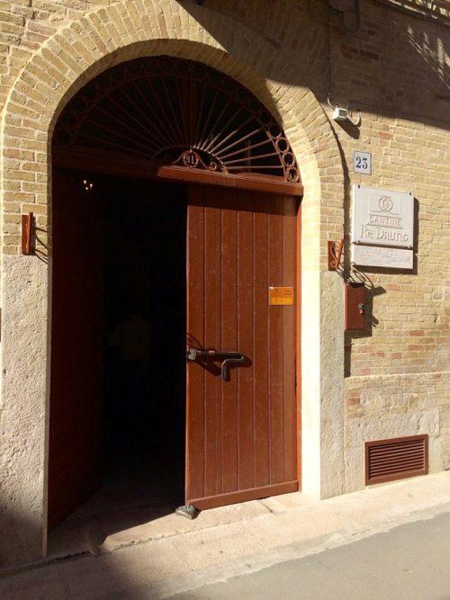 Cantine Re Dauno, l'ingresso del palazzotto