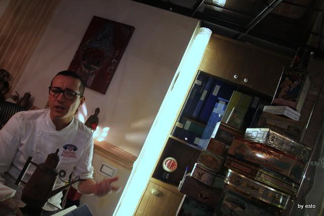 Casa della Pizza di Gino Sorbillo le scatole i latta con il Vesuvio