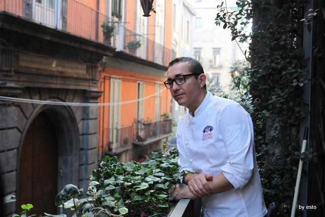 Casa della Pizza di Gino Sorbillo. Il balcone su via tribunali