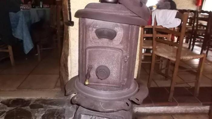 Da Cono, vecchia stufa a legna