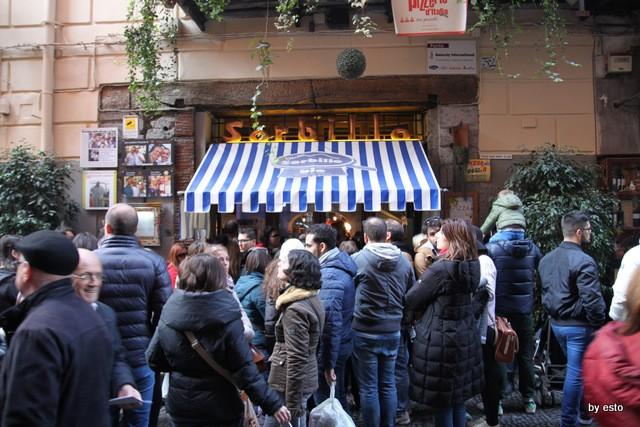 Da Gino Sorbillo la pizzeria a Via Tribunali