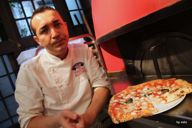 Da Gino Sorbillo la pizzeria a Via Tribunali la pizza margherita nuova