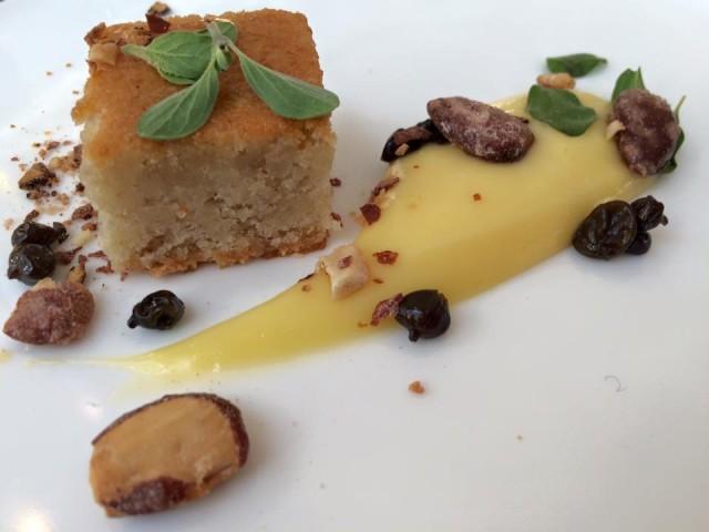 Dilia, dessert con crema agrumata, mandorle salate e capperi