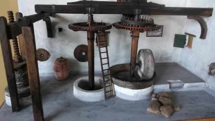 Frantoio Oleario Pietrabianca, modello in scala ridotta di vecchio frantoio