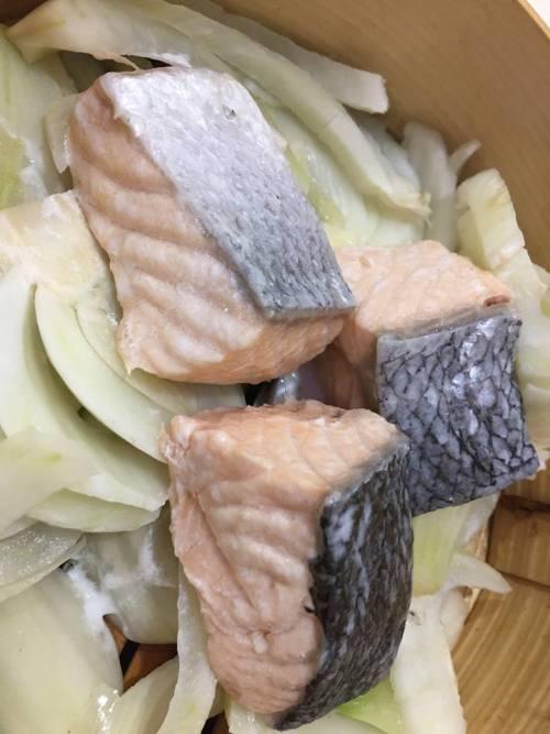 Gerani, Il Cestino, Salmone al vapore con finocchi, distillato all' anice stellato e fumetto di salmone alla senape rustica