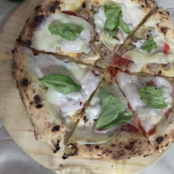 I Masanielli, pizza con salsiccia