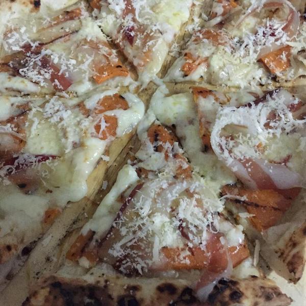 I Masanielli, pizza con zucca grigliata e pancetta