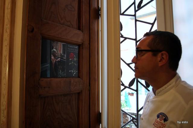 Casa della Pizza di Gino Sorbillo. Il balcone di zia Esterina su via tribunali