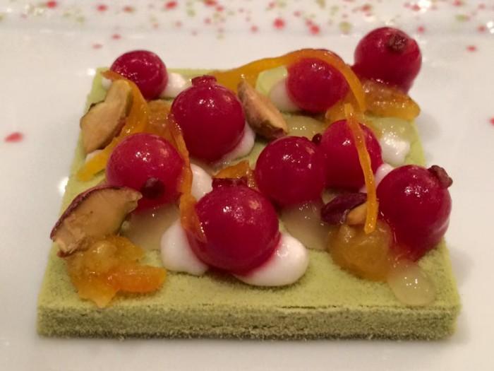 Le Cinq, il dessert al pistacchio, ribes e arancia