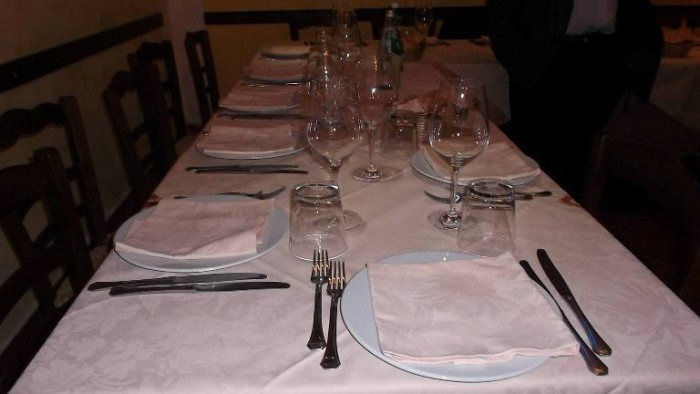 Le Macine, tavolo pronto per accogliere gli ospiti
