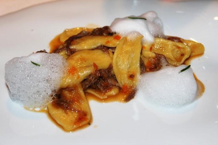 Locanda Severino, strascinati aperti in salsa di cutturrieddo con grappa e rosmarino