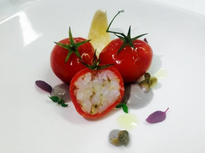 Marinato di baccalà in cassuola velato al pomodoro, salsa dolce alle olive nere di Gaeta, olio fumè e origano fresco