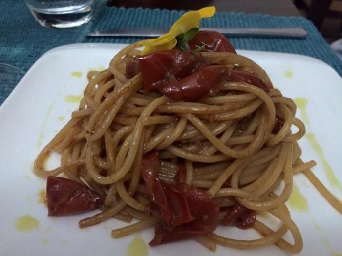 Mariterraneo, spaghetti alle vongole fujute
