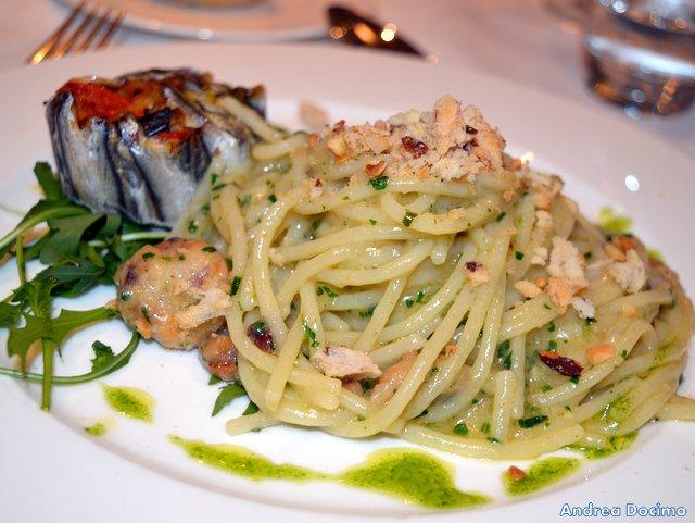 O' Break Restaurant, spaghetti aglio, olio e acciughe ammollicati al tarallo con tortino di alici